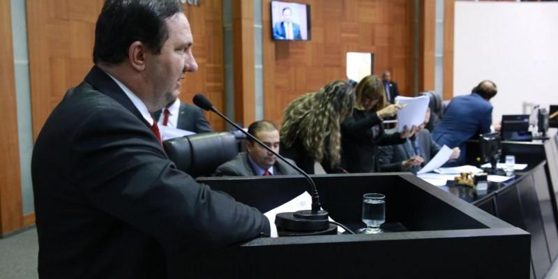 Barranco cobra do Estado explicações sobre a falta de manutenção nos equipamentos do IML