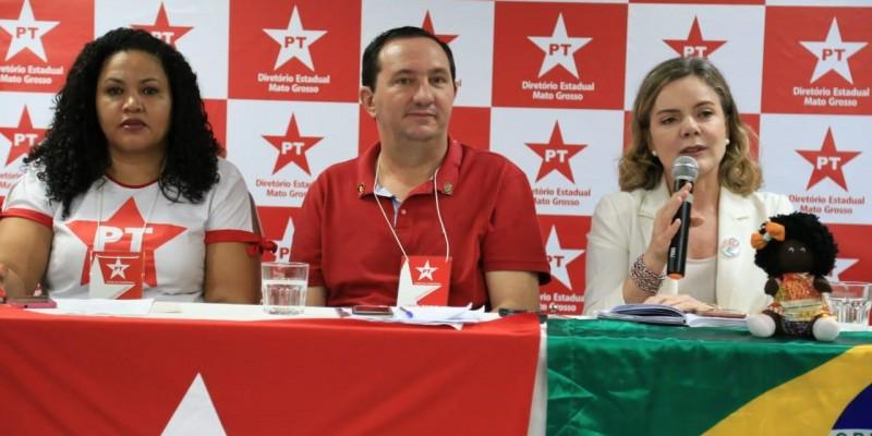 Gleisi Hoffamann critica governo Bolsonaro em reunião ampliada do PT