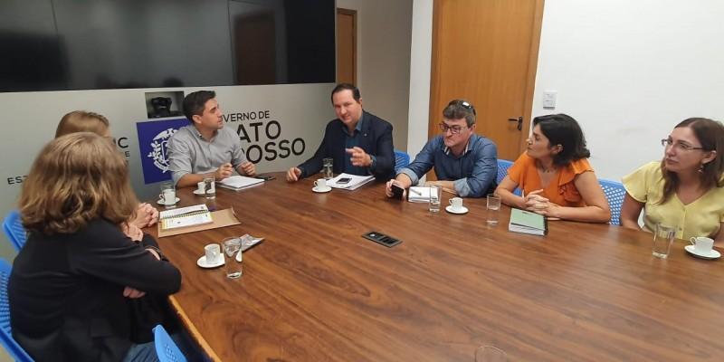 Barranco cobra da Seduc remanejamento de servidores para escola em Campo Verde
