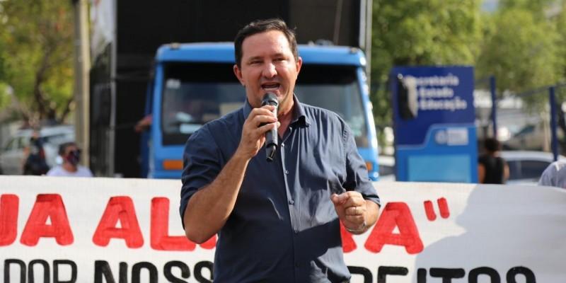 Barranco apoia professores contra o fechamento de escolas estaduais