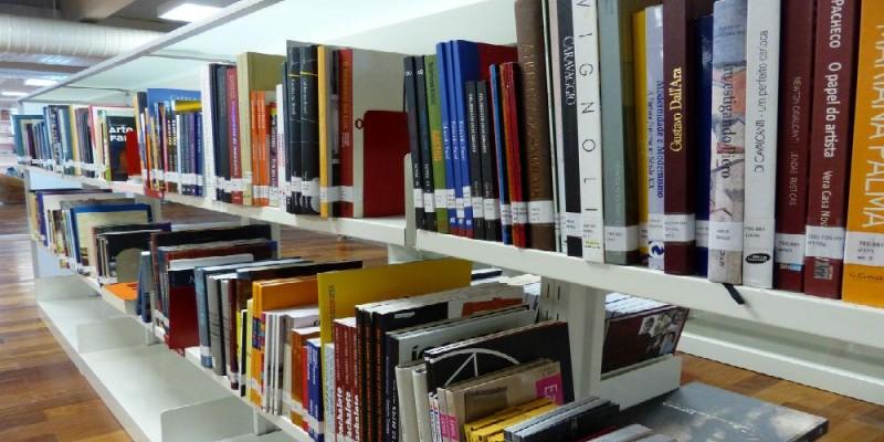 Projetos de deputado estimulam a leitura e reforçam importância de Biblioteca ampla