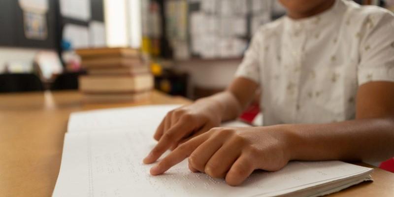 Deputado elabora projeto que garante emissão de exames médicos em sistema Braille