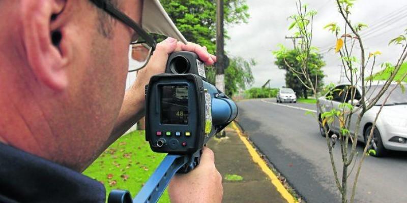 Policiais rodoviários não poderão mais se esconder para usar radar