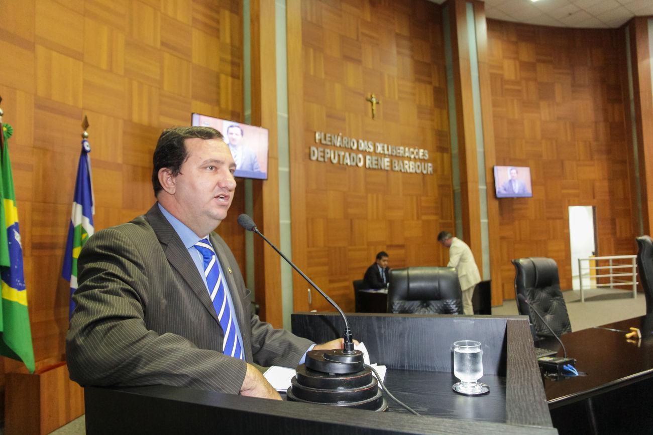 Barranco quer regularização fundiária, educação e garantia de direitos para os servidores