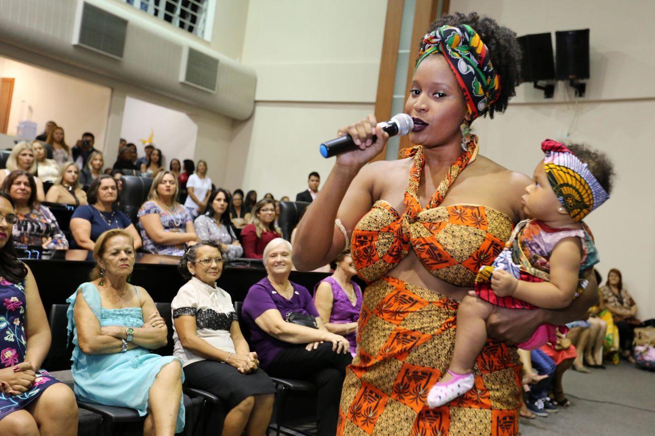 Mulheres são homenageadas na AL e recebem moção de aplausos