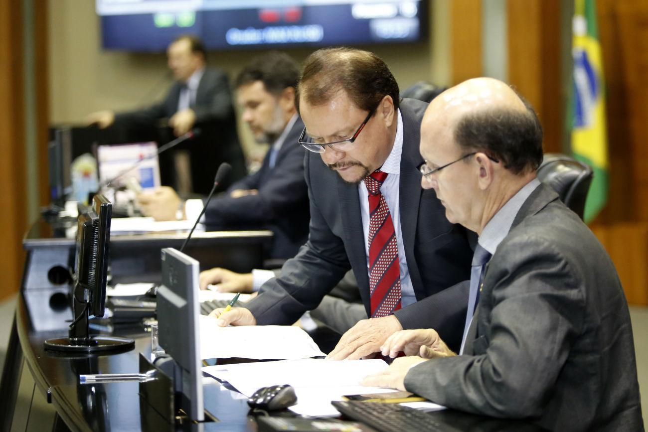 Deputados debatem reforma agrária e gastos do governo de MT