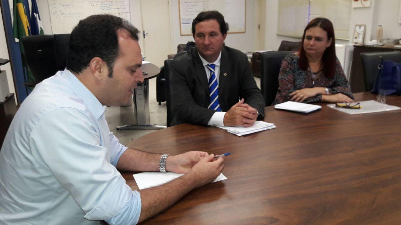 Barranco cobra melhorias para escolas do interior do estado