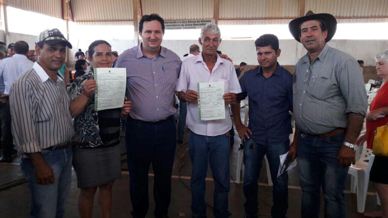 Valdir Barranco participa da entrega de 116 títulos rurais em Sinop