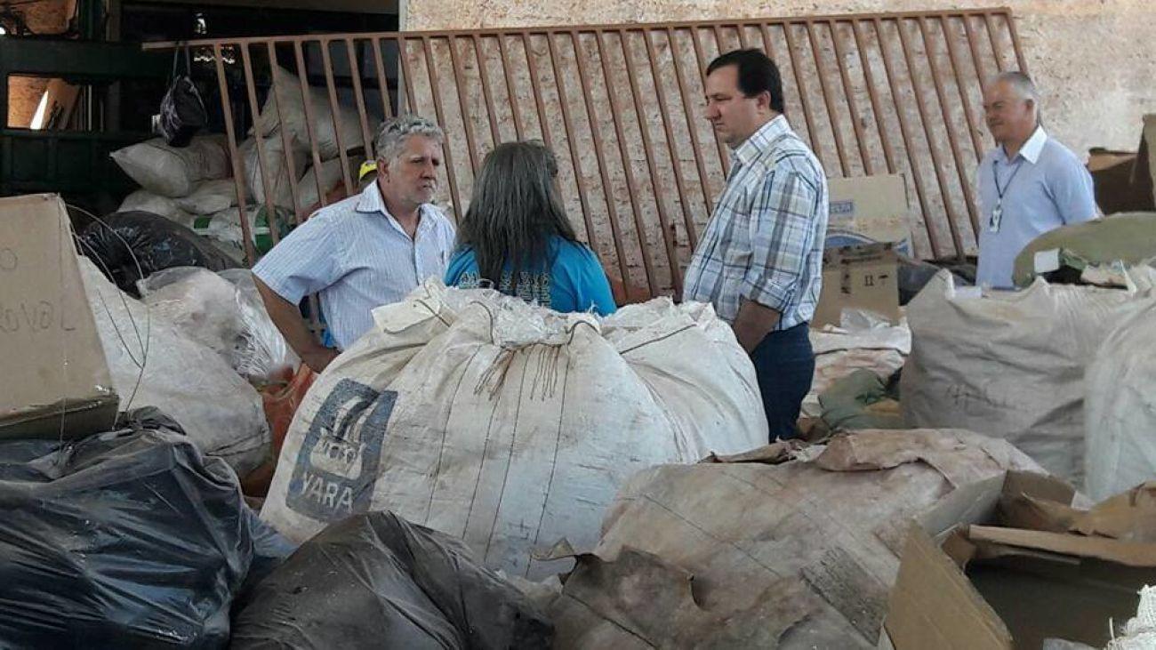 Valdir Barranco visita associação de catadores de Várzea Grande