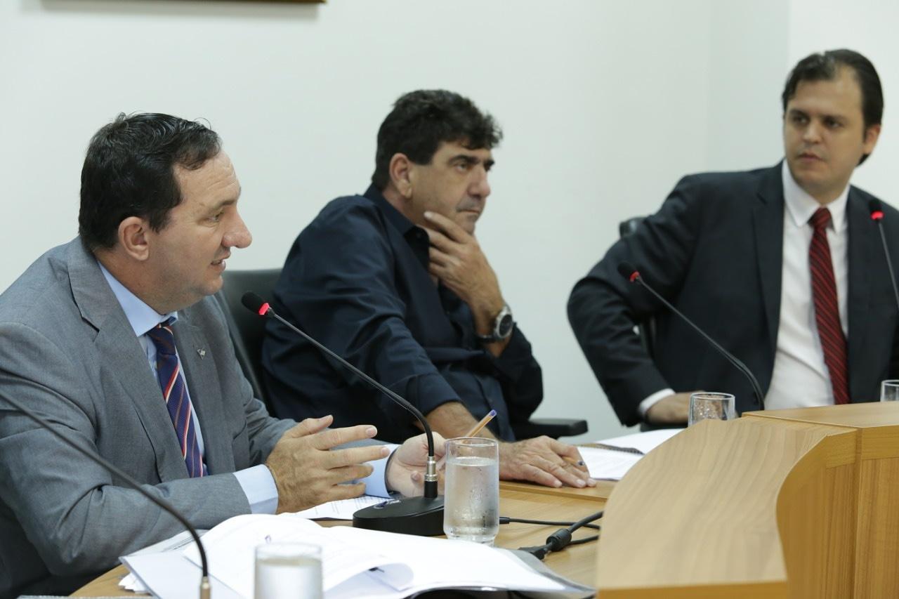 Vistoria da Comissão de Educação resulta em melhorias à escola