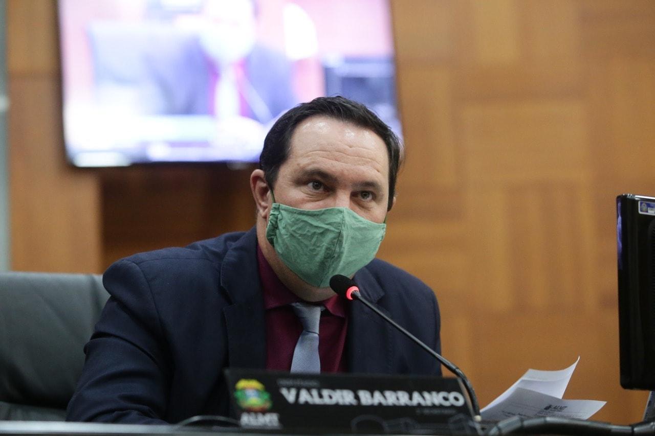 Barranco vota pela derrubada de veto e garante auxílio para interinos