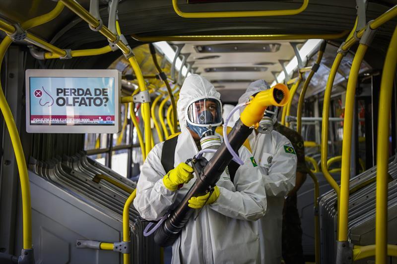 Leis que obrigam a desinfecção e limpeza dos ônibus e prorrogam a validade de documentos comemoram um ano