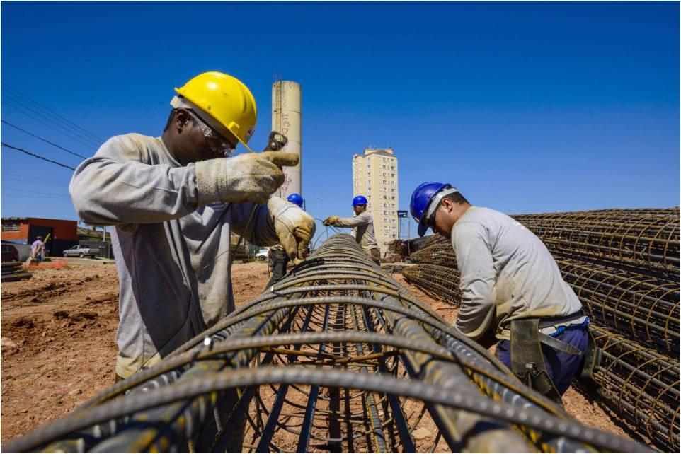 É Lei! Fixação de placa informando o nome do Engenheiro de Segurança do Trabalho e do Técnico de Segurança do Trabalho nas obras e serviços públicos é obrigatória em Mato Grosso