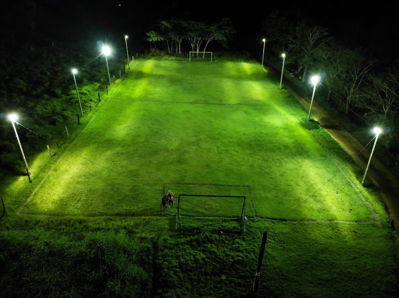 Emenda destinada pelo deputado Barranco ilumina campo de futebol da comunidade Linha G8, de Colniza - MT