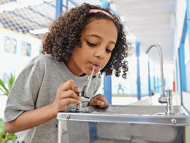 Deputado pede a doação de bebedouros e máquinas de xerox para escolas de Poconé